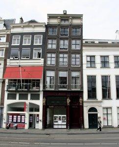 Amsterdam'ın eğik evleri