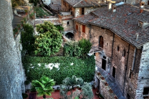 Gubbio'nun taş sokakları
