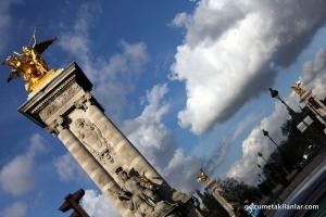 Paris Altın Heykel