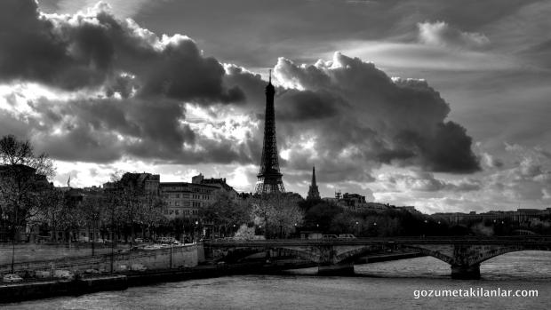Eiffel ve Seine Nehri